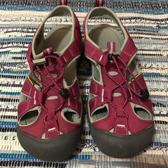 395395cf7f65 Keen Shoes - Keen Venice H2 in Beet Red and Neutral Gray